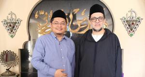 KH. Muhammad Danial Nafis MA [kiri], Syaikh Dr. Abdul Mun'in Maroko [kanan].