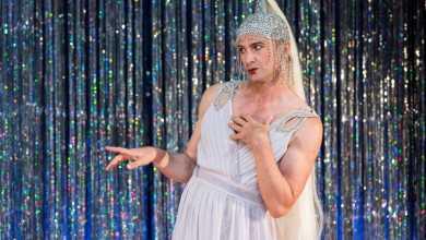 """Photo of Ins Dragqueen-Outfit werfen und freien Eintritt für """"Der bewegte Mann – Das Musical"""" in Harburg sichern"""