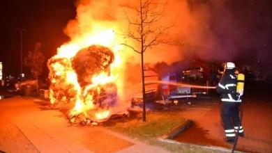 Photo of Feuer auf dem Obi-Parkplatz zerstört Anhänger