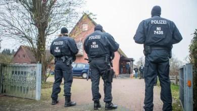 """Photo of Polizei stürmt Häuser einer """"Clan-Familie"""" in Maschen"""