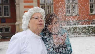 Photo of Frau Holle sorgt für Schnee auf dem Weihnachtsmarkt