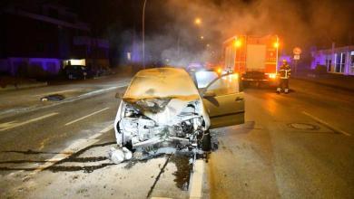 Photo of Fahrer rast Verkehrsampel in Stücke und flüchtet vom Unfallort