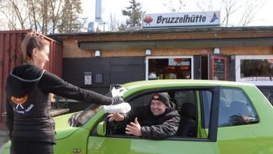 Photo of Kult-Bruzzler setzt auf Currywurst Drive-In