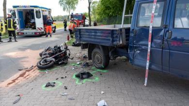 Photo of Motorradfahrer bei Kollision mit Transporter schwer verletzt