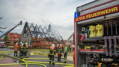 Photo of Nach Blitzeinschlag brennt Reetdachhaus nieder