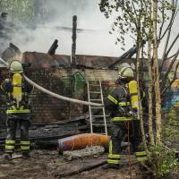 Feuerwehr löscht Brand in Abbruchhaus