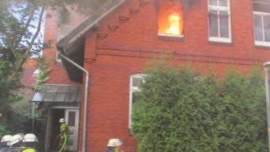Photo of Küchenbrand in Stade breitet sich auf Dachgeschoss aus