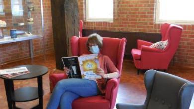Bild von Bücherei Seevetal ist mit neuer Lese-Lounge zurück aus den Ferien