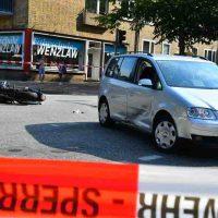 Kreuzungs-Crash: PKW-Fahrer übersieht Motorrad