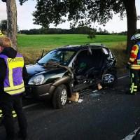 Feuerwehr Seevetal befreit verletzte Frau nach Verkehrsunfall aus PKW