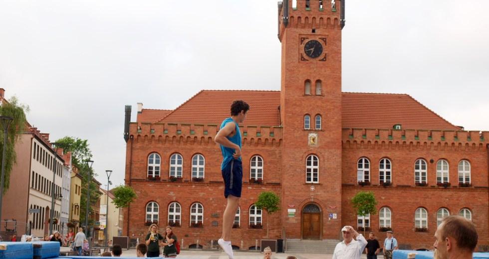 Akrobaci w spocie reklamowym o Szczecinku
