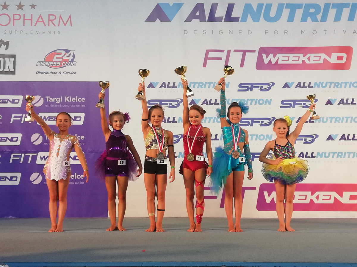 Fitnesski ze Szczecinka rywalizowały w Mistrzostwach Polski Dzieci.