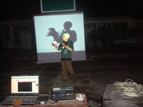 Ghozali sedang perform