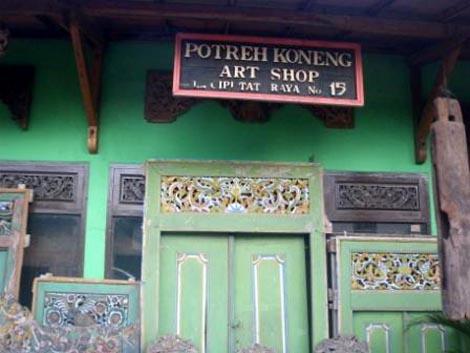 Salah satu Art Shop yang berada di Jalan Ir. H. Juanda, Ciputat