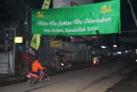Banner ucapan selamat datang bagi para jamaah