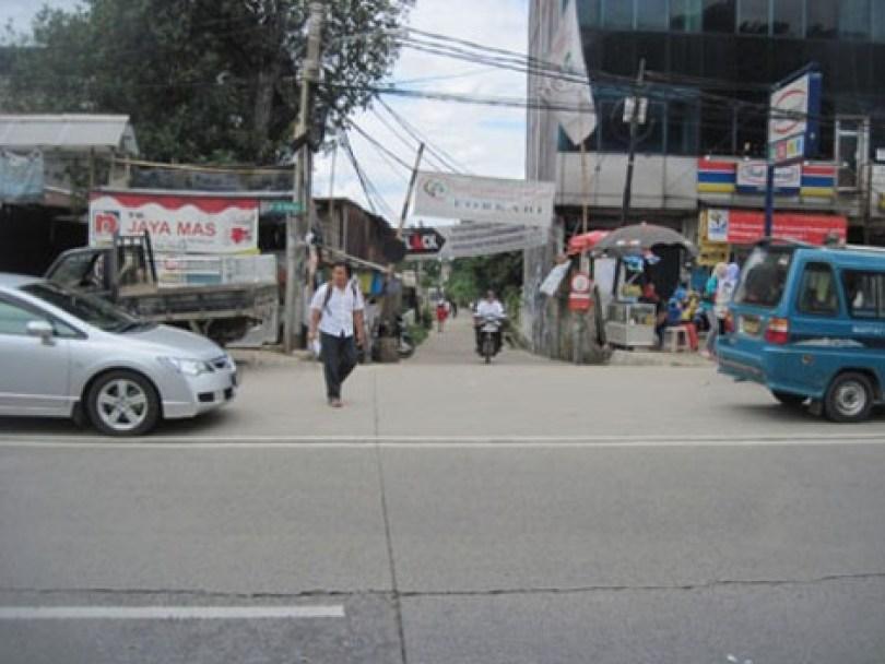 jalan Kober, dilihat dari Warung Es Pocong yang terdapat di seberangnya