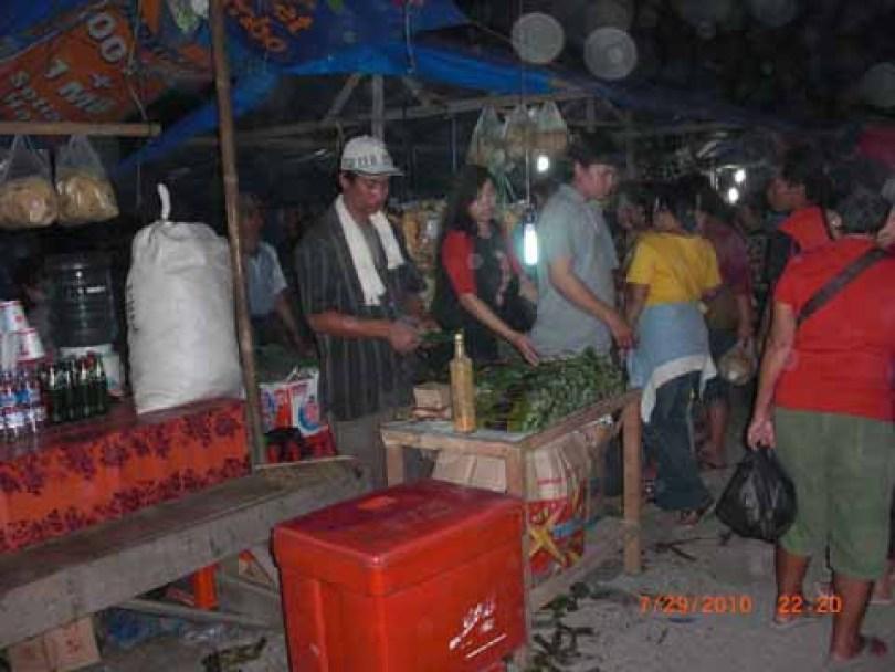 Para pedagang di sekitar area klenteng