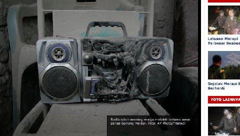 Radio milik salahs eorang warga meleleh akibat awan panas Merapi.