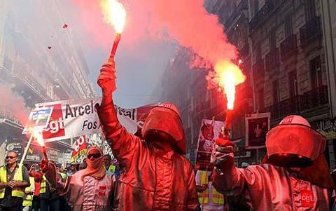 Demonstrasi memperingati May Day di Perancis tahun 2009