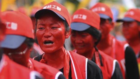 Para buruh di Taiwan memperingati May Day 2009 dengan melakukan aksi demo