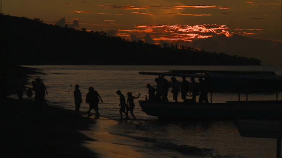 Salah satu adegan dalam Filem Dokumenter Elesan Deq a Tutuq (Jejak yang Tidak Berhenti)