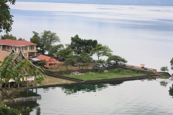 Salah satu tempat wisata tepian danau yang dikelola oleh rumah makan ternama di Singkarak.