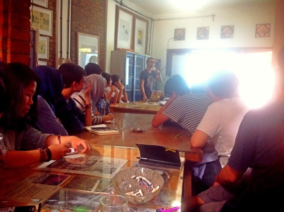 Suasana saat workshop ARKIPEL untuk para volunteer festival.