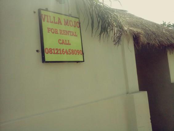 Selain tanah, villa juga dijual dan disewakan.
