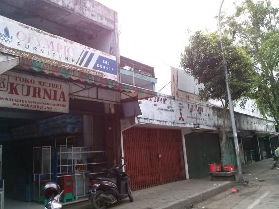 Old shops in Lebak Pasar Lama.