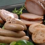 肉の自然熟成を待ち添加物を一切使用せず20日間かけて製造
