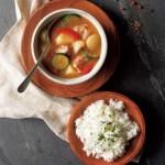 辛さが調節できるスパイス付、北海道のおいしさが詰まったスープカレー。