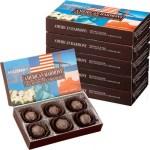 マカダミアナッツを高カカオのダークチョコでコーティング。 アメリカ産