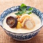 鯛の風味が効いた出汁に6種(帆立・海老・穴子・椎茸・銀杏・蒲鉾)の具材が入った商品