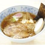 即席ラーメン。比内地鶏と魚介の合わせスープに、まるで生麺食感