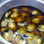 漁師として培った目利きで厳選したアワビを煮貝にしました。