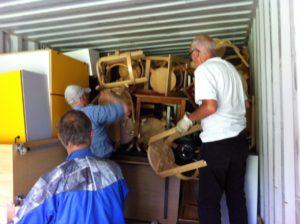 Akwamus venner pakker container nr.6 godt op