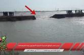 العدو الايراني يقوم بجريمة تدمير احدى الموانع الترابية لاغراق الأحوازيين بمياه الفيضانات في العين