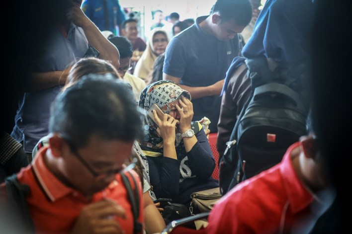 أهالي بعض الضحايا في مطار بانكال بينانج