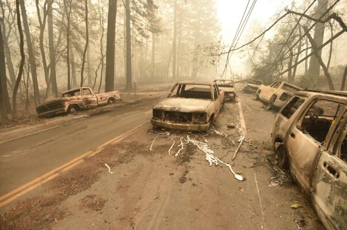 تفحمت السيارات وخطوط الطاقة