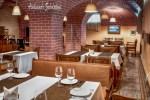 фотография интерьер ресторана, длинный зал