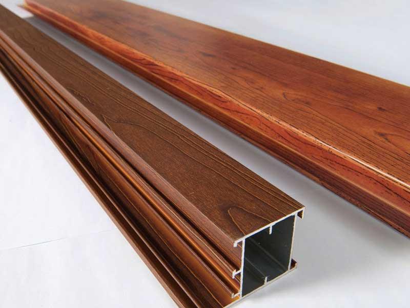 الألومنيوم ذو الشكل الخشبي