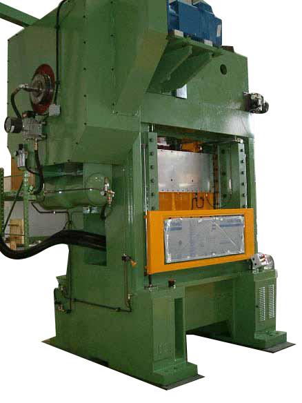 Überholung und Modernisierung einer Presse Piovan 125T