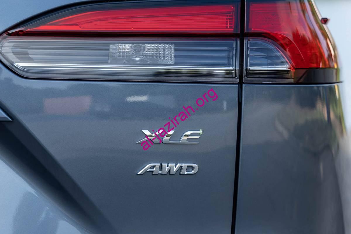 toyota-corolla-cross-xle-2022-13-exterior-gray-rear-trim-emblem