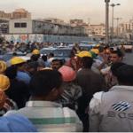 """بالفيديو والصور: إضراب عمال شركة """"بن لادن"""" بمكة بسبب تأخر رواتبهم"""