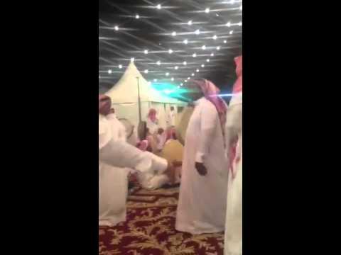 بالفيديو:عرضة الأمير خالد بن طلال في زواج نجله سعود