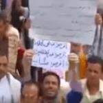 شاهد كيف ردة فعل سكان تعز عقب إنزال المساعدات السعودية؟