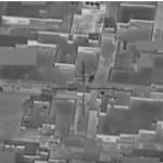 بالفيديو: لحظة تطاير الأموال من مبنى تابع لداعش بعد استهدافه بغارة أمريكية بالموصل
