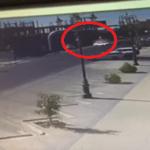مفحط يتسبب بحادث مروع بعد اصطدامه بـ 4 سيارات متوقفة في تقاطع  بتبوك
