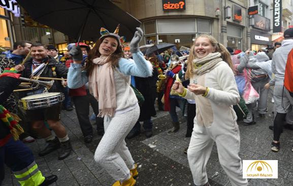 بالصور: جميلات ألمانيا يحتفلن بمهرجان المرأة في شوارع كولونيا