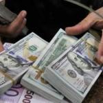 الدولار يسجل رقما قياسيا جديدا أمام الجنيه في البنوك المصرية